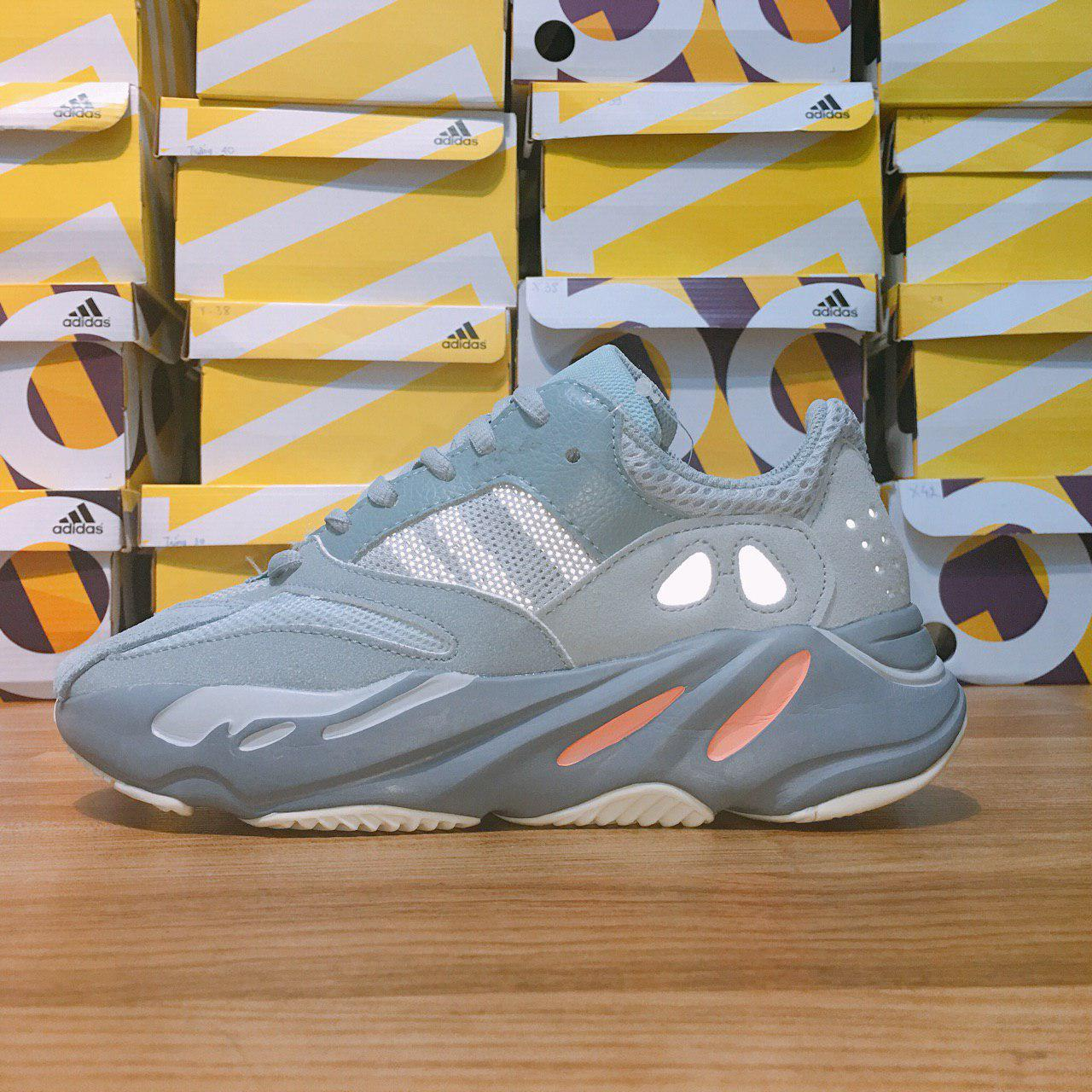 YEEZY 700 SILVER